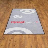 Logóval ellátott mosható lábtörlők / koszfogó szőnyegek, egyedileg mintázható